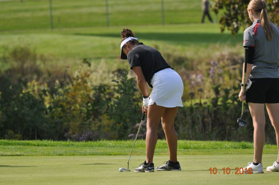 Camryn+Jones+during+the+IHSA+Sectionals+meet%2C+lining+up+to+hit+the+ball